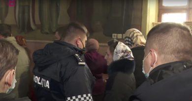 (Видео) В Кишинёве полиция провела рейд по церквям. Среди нарушителей ограничений жена священника