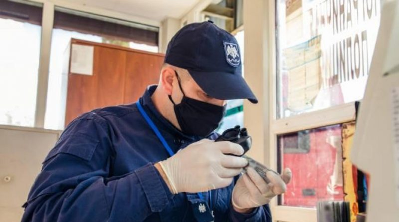 Молдавские таможенники выявили поддельные справки тестов на COVID-19 и фальшивые водительские права