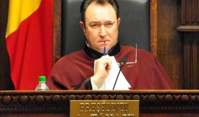 Экс-председатель КС: Досрочные выборы станут неизбежными в случае, если парламент не утвердит правительство Гросу