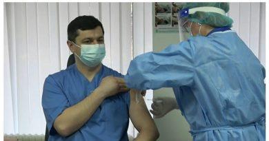 В Молдове первые врачи получили прививку от коронавируса