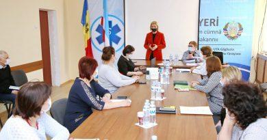 «Прошу Вас вакцинироваться». Ирина Влах встретилась с медиками Комратского района