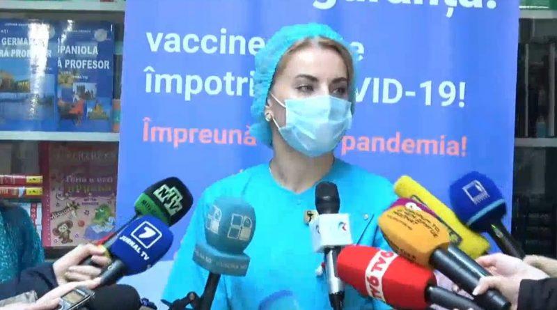 Как чувствуют себя врачи, первыми получившие прививку от COVID-19?