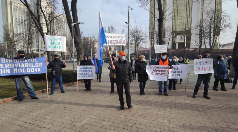 В Кишиневе железнодорожники вышли на протест