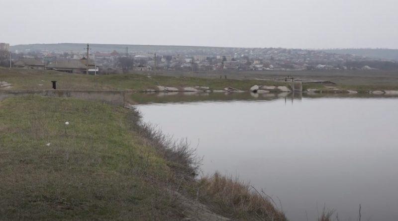 (Видео) Высокий тариф, воровство или слабая работа с населением? Почему в Чадыр-Лунге треть жителей не подключены к канализации