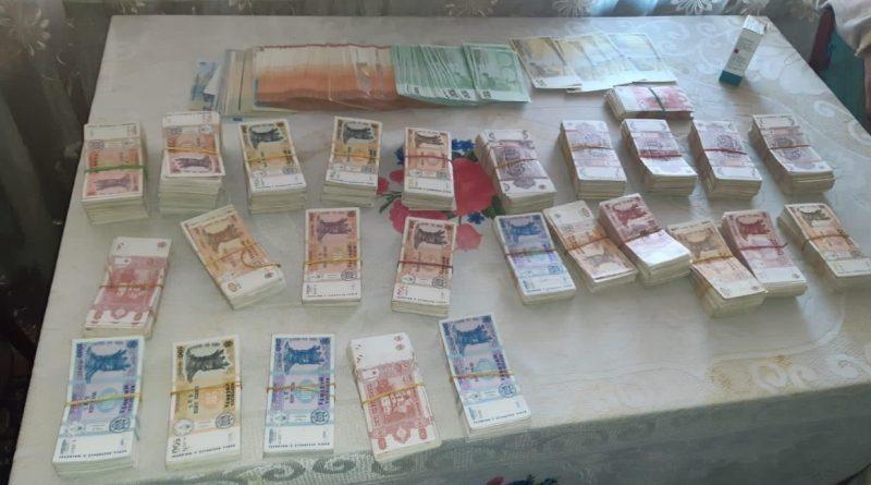 В Молдове во время обысков по делу о наркоторговле задержали 10 человек. У них изъяли более 1 млн. леев