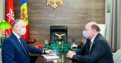 Додон снова обсудил с послом России поставку вакцины «Спутник V»