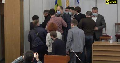 (Видео) В Кишиневе мунсоветники подрались прямо на заседании