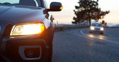 С сегодняшнего дня водителям не обязательно включать ближний свет