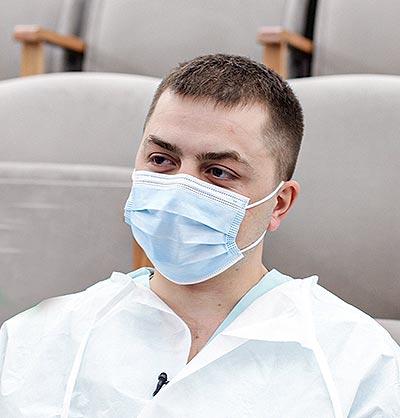 «Ему было 39 лет. Мы плакали возле него всей дежурной командой». Медики ковид-зоны РКБ рассказали о работе спустя год пандемии