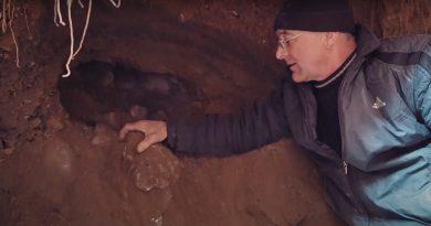 (Видео) В Копчаке на глубине 5 метров найден древний каменный свод