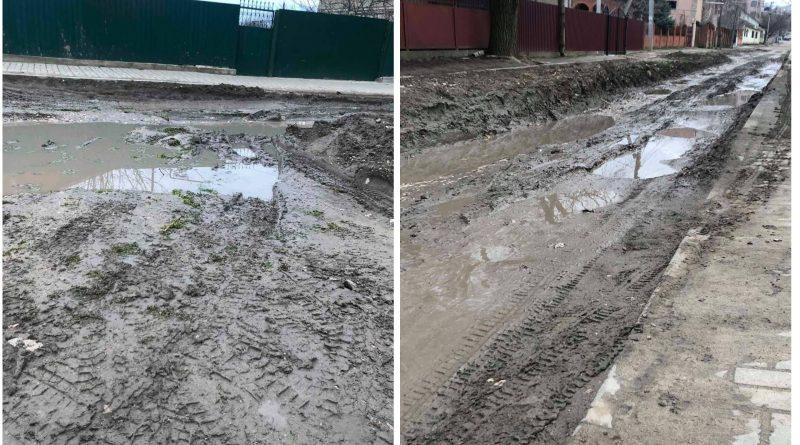 (Фото) Одна из улиц Комрата, после прокладки канализационных сетей, превратилась в болото. Комментарий мэрии