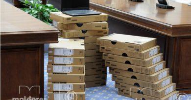 10 тысяч ноутбуков будут розданы школам по всей стране при поддержке Всемирного банка
