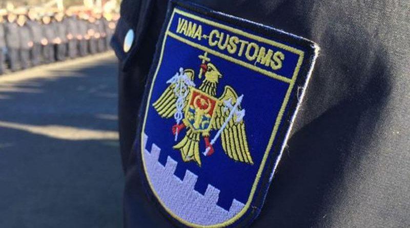 Молдавский таможенник потратил на 2 млн леев больше, чем заработал. Откуда деньги, он объяснить не смог
