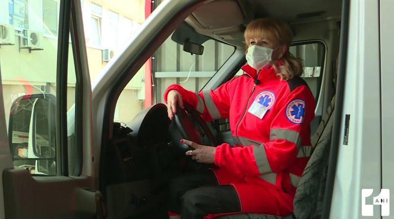 Мчится, чтобы успеть спасти чью-то жизнь: история единственной в Молдове женщины-водителя скорой помощи