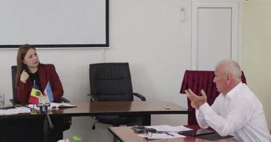 В Бешгиозе анонсировали прямой эфир встречи Ирины Влах с советниками. Вместо нее приехала заместитель