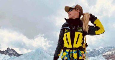 (Фото) Ольга Цапордей стала первой молдаванкой, покорившей самую высокую гору в мире