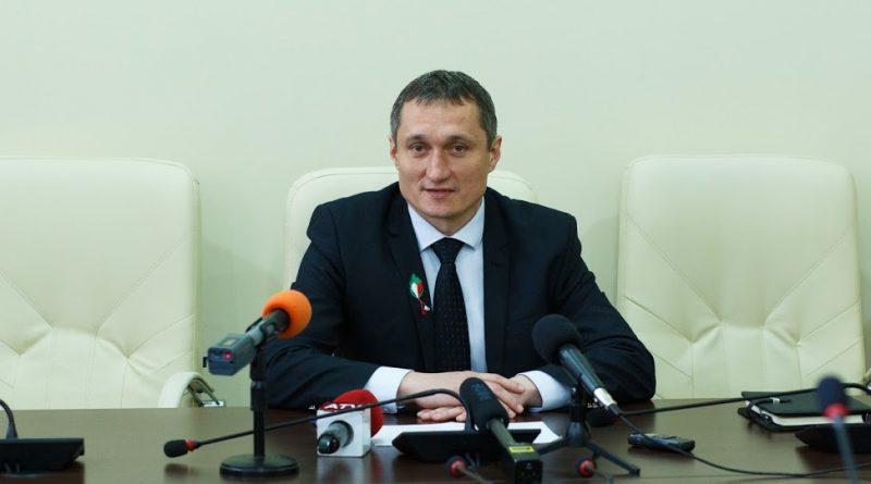 Заместитель председателя НСГ Александр Тарнавский предлагал сократить расходы бюджета на 10% то есть на 42 миллиона леев, что позволило бы сохранить все социальные и экономические программы.