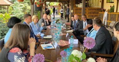 Посол США посетил Гагаузию. В Комрате он встретился с башканом, предпринимателями, и побывал в КГУ
