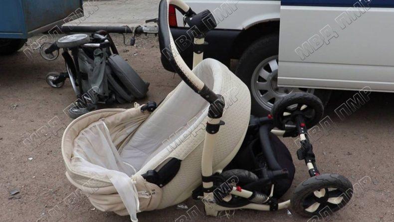 (Фото) В Приднестровье автомобиль после столкновения вылетел на тротуар. Погиб двухмесячный ребенок