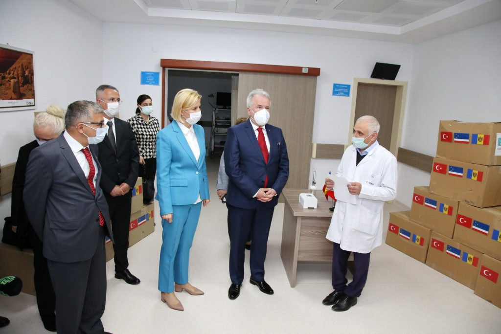 Комратская больница получила очередную партию помощи от Турции