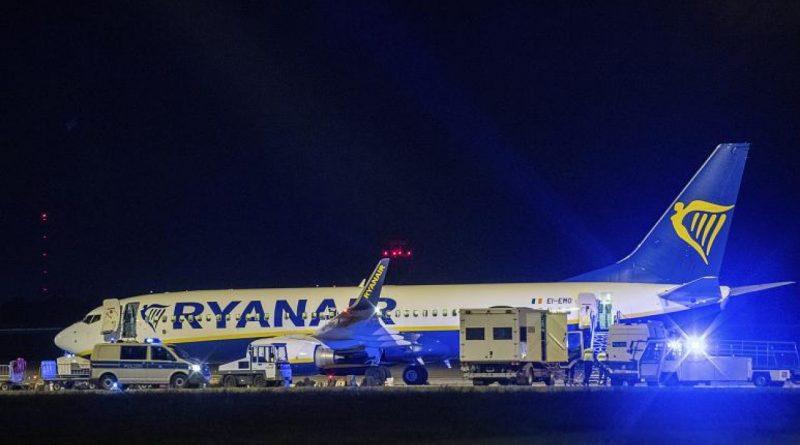 Самолет Ryanair экстренно посадили в Берлине из-за угрозы взрыва