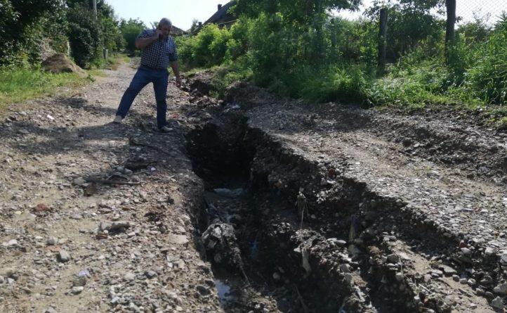 (Фото) Последствия ливневых дождей в Вулканештах. Дороги смыты, состояние рек в норме