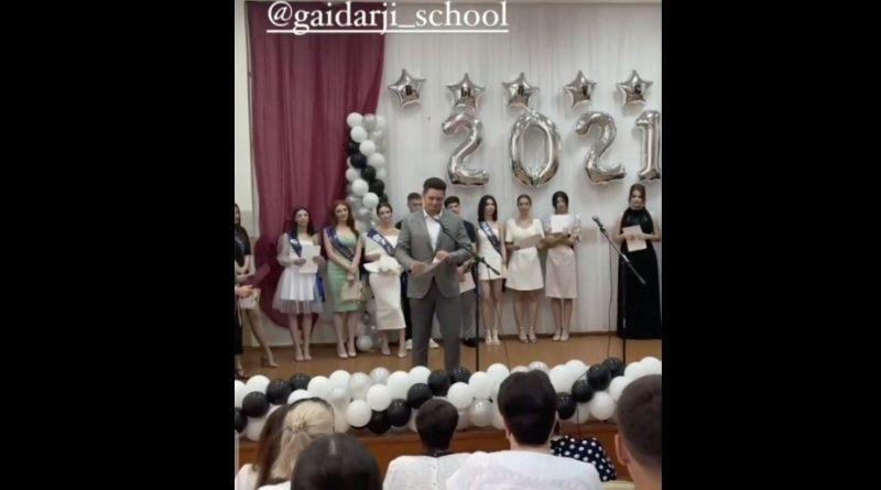 (Видео) Выпускник лицея им. Гайдаржи в Комрате после вручения порвал диплом