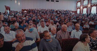 "(Видео) В Копчаке провели сход граждан: Обсудили поджог техники и ситуацию в колхозе ""Победа"""
