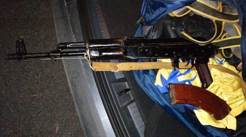 (Фото)В Кишиневе задержали группировку, занимавшуюся продажей оружия. С бандитами был связан и сотрудник МВД