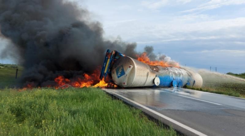 (Фото) В Румынии на дороге взорвалась автоцистерна с топливом