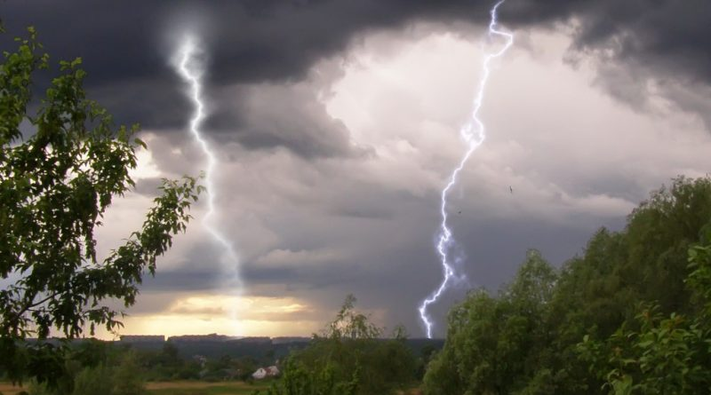 В Молдове объявили желтый код метеоопасности из-за грозы