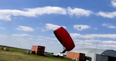(Видео) Шокирующие кадры: очевидцы засняли момент гибели парашютиста