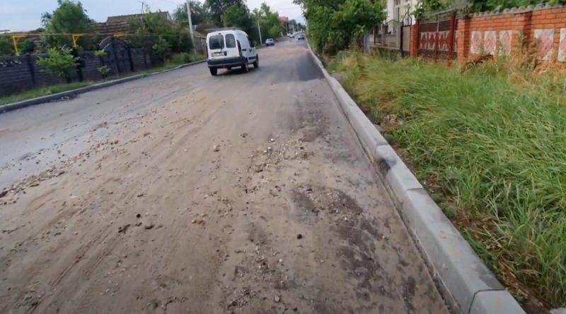 Почему на недавно отремонтированной дороге в Комрате нет тротуара? Комментарий мэрии