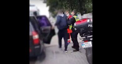 (Видео) Сотрудники полиции оказали первую помощь водителю. Он был в прединсультном состоянии
