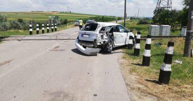На трассе Бессарабка - Комрат поезд врезался в автомобиль