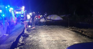 (Фото) В Хынчештах на ремонтируемой дороге две машины залетели в яму. Есть пострадавшие