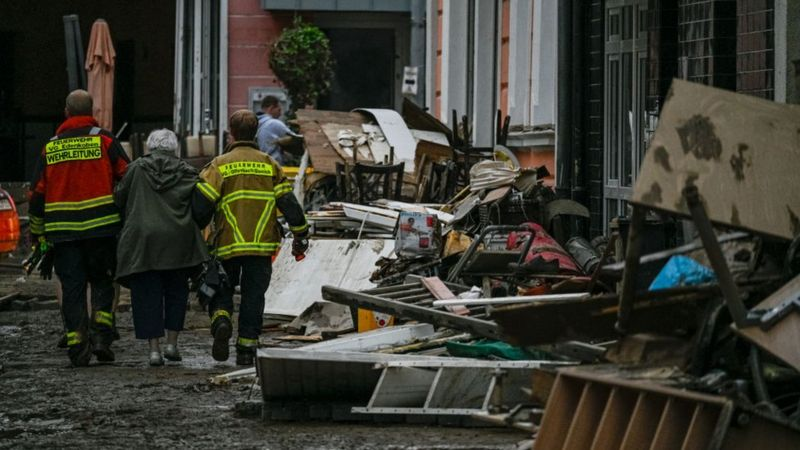 Наводнение в Европе: более 180 погибших, спасатели ищут выживших, жители расчищают завалы