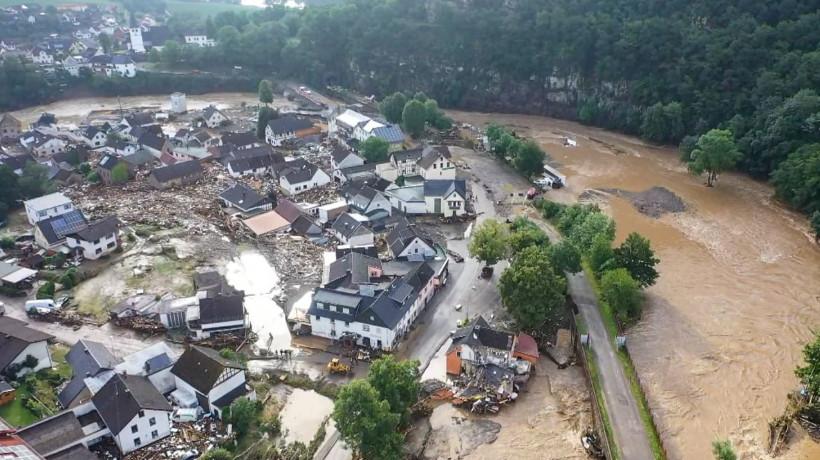 (Фото) Наводнение на западе Германии: сообщается о гибели более 80 человек