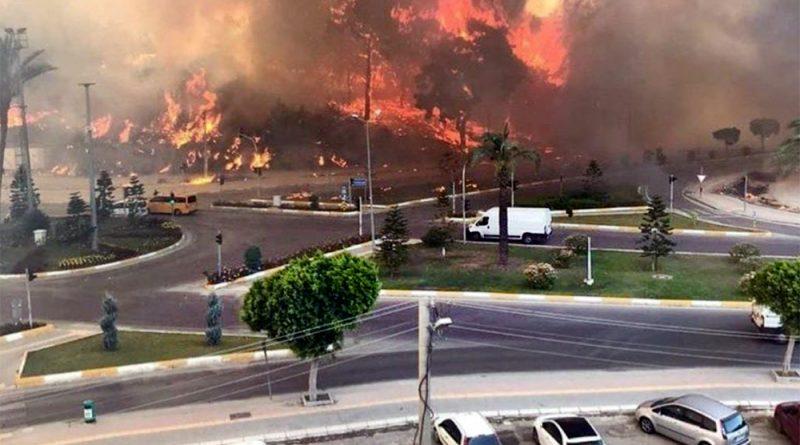 (Видео) Турецкий курортный город Манавгат в огне. Есть пострадавшие, жителей эвакуируют
