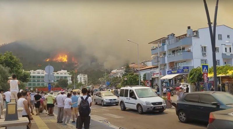 «Террористическая атака» на туризм. Жители Турции предполагают, что возгорания в туристических провинциях не случайны