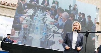 """Роман Тютин: """"Ирина Влах боится импичмента"""""""