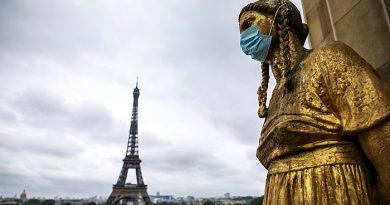 Вакцинированные молдаване смогут въехать во Францию с помощью специального QR-кода. Как его получить
