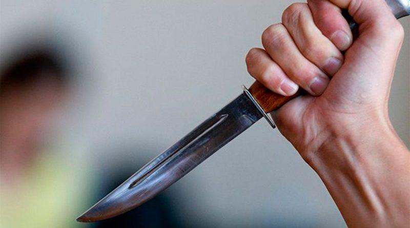В Кишиневе мужчина нанес ножевые ранения 15-летнему сыну. Подросток в больнице