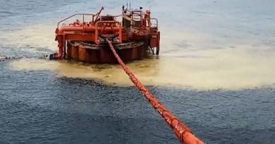 (Видео) В Черном море произошел разлив нефти. Каковы масштабы загрязнения?