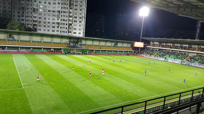 Футбольный матч Молдова - Австрия не может начаться из-за дрона, зависшего над полем
