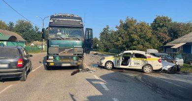 (Фото) Авария с участием полицейской машины на севере Молдовы