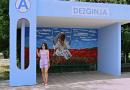 История художницы Анны Гаргалык, которая украсила живописью остановки в селе Дезгинжа