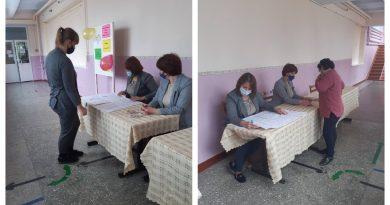 В Чок-Майдане победивший кандидат в депутаты НСГ раздал по 1 тыс леев каждому ребенку в школе. Его конкурент назвал это коррупцией