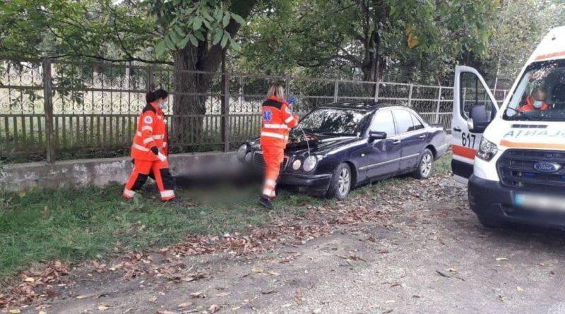 (Фото) Трагедия в Единецком районе: молодой водитель раздавил сидевшего на скамейке человека