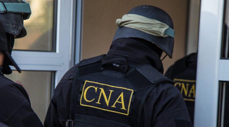 Двух сотрудников Налоговой службы задержали. Их подозревают в  пассивной коррупции